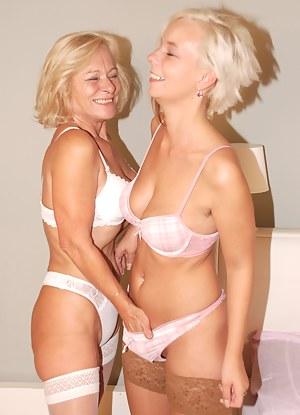Blonde Lesbian Porn Pictures